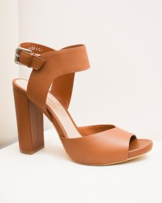 Sandaletten mit breiten Rahmen