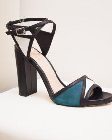 Sandaletten mit breitem Absatz – Abstraktem Riemchen in Grün