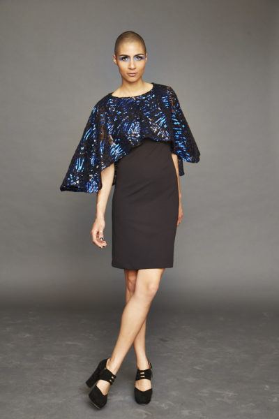 Kleid mit Schulterelement