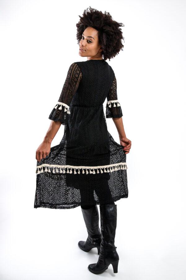 Schwarzes Kleid mit Fransen und Pailetten